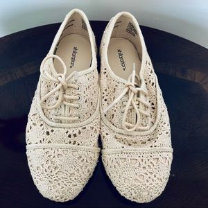 ✨Xhilaration Cream Crochet Shoes